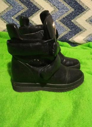 Продам супер крутые зимние ботиночки(сапоги,слипоны)меховые3