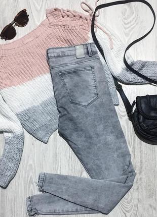 🌿 серые базовые джинсы zara с высокой посадкой молниями и необработанным низом2