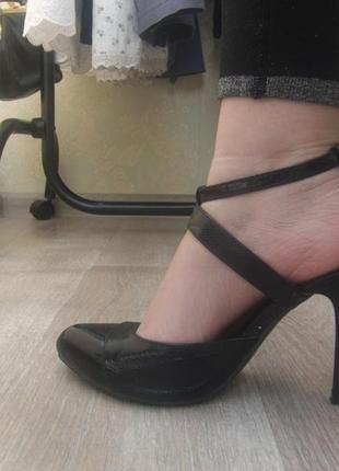 Лаковые туфли-босоножки1