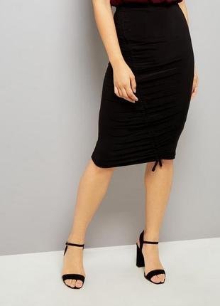 Чёрная юбка карандаш из эластичной ткани, жатая спереди, классическая строгая деловая1