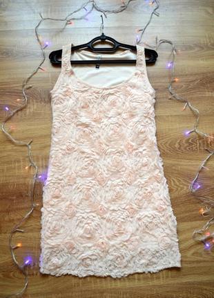 Платье в объемные цветы