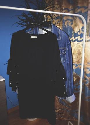 Чёрное платье свободного кроя