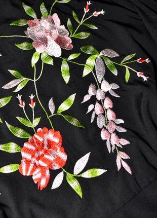 Нежное черное платье с вышивкой цветы2