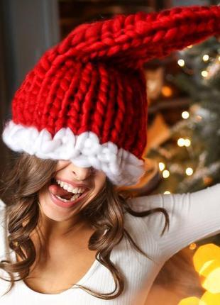 Handmade теплая шапка крупной ручной вязки красного цвета1 фото