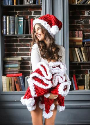 Handmade теплая шапка крупной ручной вязки красного цвета3 фото