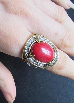 Красивое коралловое кольцо, 18 р., новое! арт.89803