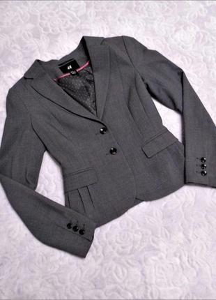 Серый приталенный пиджак h&m