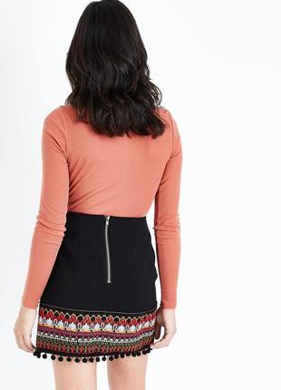 Актуальная юбка с помпонами и вышивкой, классическая с орнаментом3