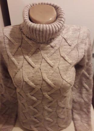 Красивый и теплый свитер.