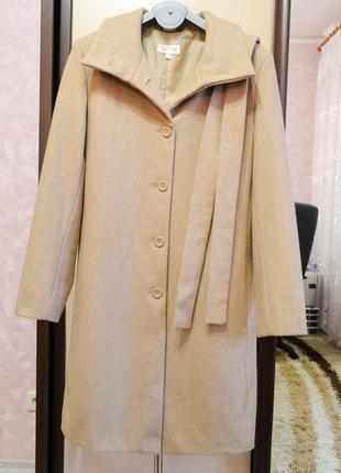 Шерстяное пальто бежевого цвета2