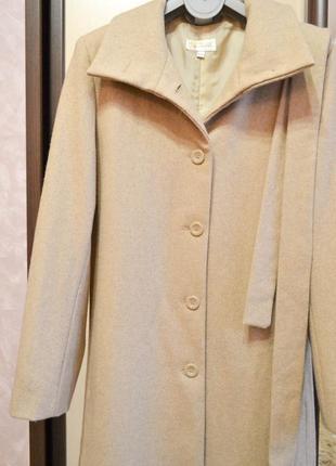 Шерстяное пальто бежевого цвета3