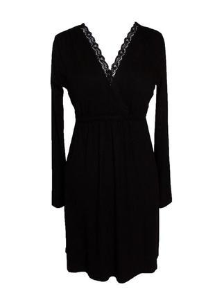 Черное трикотажное платье с длинным рукавом