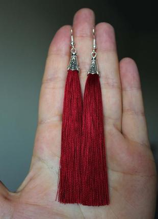Серьги серёжки кисти кисточки вишнёвые красные нити модные длинные бохо1