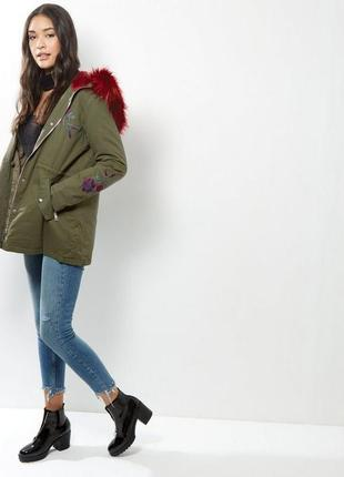 Нереальная парка демисезонная с мехом и вышивкой, куртка, пальто хаки asos new look2 фото