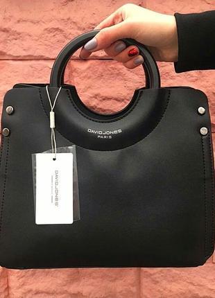 Черная сумка с круглой ручкой