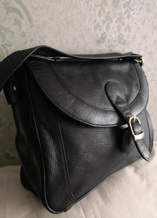 Стильная кожаная сумочка.