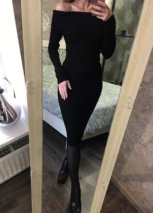 Трикотажное платье с открытыми плечами2 фото