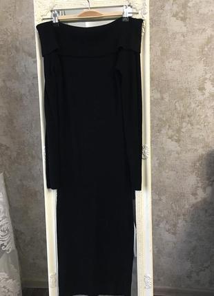 Трикотажное платье с открытыми плечами3 фото