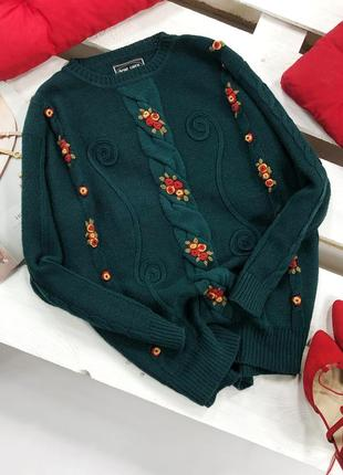 Красивейший изумрудный оверсайз свитер в косы с вышитыми цветами avant garde1