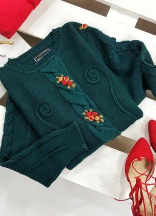 Красивейший изумрудный оверсайз свитер в косы с вышитыми цветами avant garde2