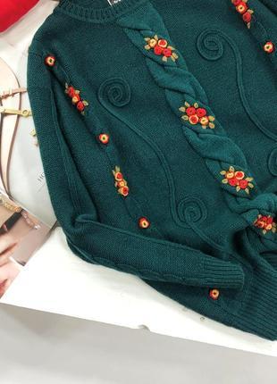 Красивейший изумрудный оверсайз свитер в косы с вышитыми цветами avant garde3