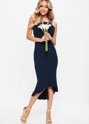Идеальное синее платье с переплетом на спине и клином