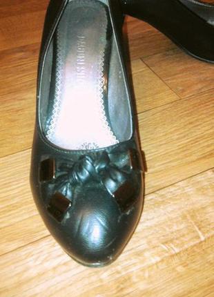 Черные туфли лодочки на низком каблуке5