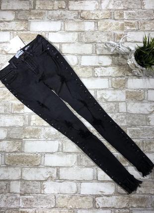 Чёрные стильные джинсы рваные скинни с кнопками, зауженные эластичные с бахромой4