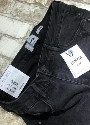 Чёрные стильные джинсы рваные скинни с кнопками, зауженные эластичные с бахромой5