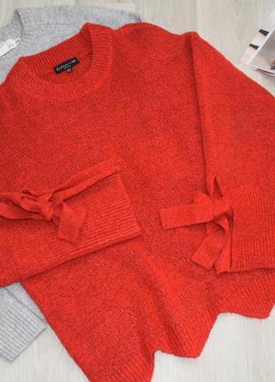 Очень красивый стильный свитер с необычными рукавами.