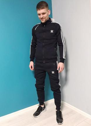 Мужской зимний спортивный костюм adidas original.