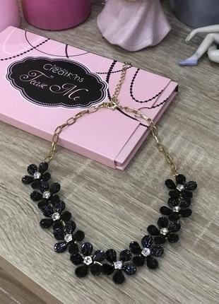Ожерелье колье с черными цветами