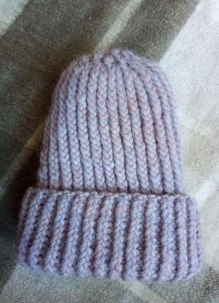 Сиреневая вязаная  шапка
