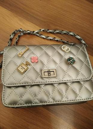 Эффектная серебряная  женская сумка клатч
