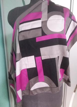 Яркий платок 78*78 с геометрическим рисунком (италия)