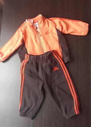 Спортивный костюм adidas на байке