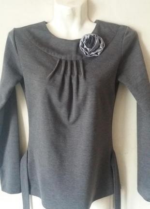 Очень красивая теплая блузка.свитер