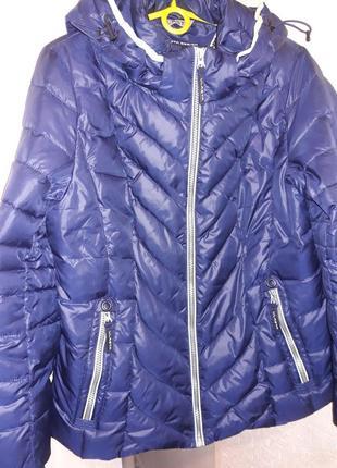 Теплая зимняя куртка vlasta design красивого темно-синего цвета