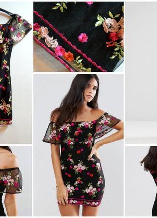 Новое черное платье в вышивку цветы с воланами