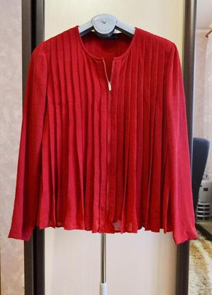 Плиссированная красная блузка на молнии zara