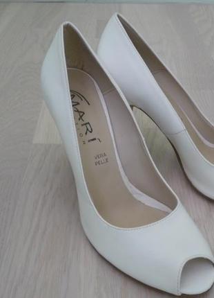 Белые женские туфли 37-37,5 размер италия