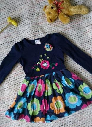 Красивое платье в цветочный принт с длинным рукавом в цветочек