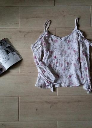 Нежная блуза блузка с открытыми плечами в цветочный принт