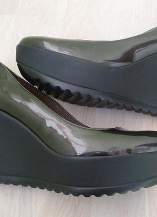 Женские туфли лакированные на танкетке 38,5 39 vera pelle италия