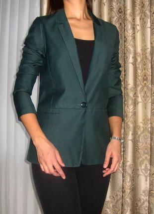 Стильный женский пиджак от bershka, темно-зеленого цвета🐊.