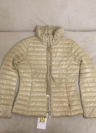 Приталенная куртка короткая пуховик легкий короткий куртка демисезон