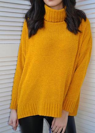 Яркий велюровый оверсайз свитер горчичного цвета