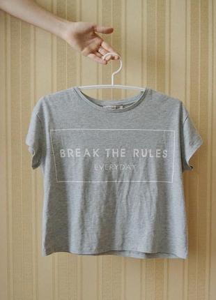 Укороченная серая базовая футболка с надписью marks&spenser  limited edition