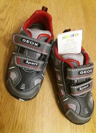 Светящиеся кроссовки geox р.25 16см
