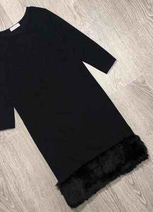 Классное трикотажное платье с меховой отделкой по низу